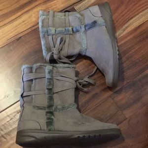 Shoes - tan/brown fuzzy boots